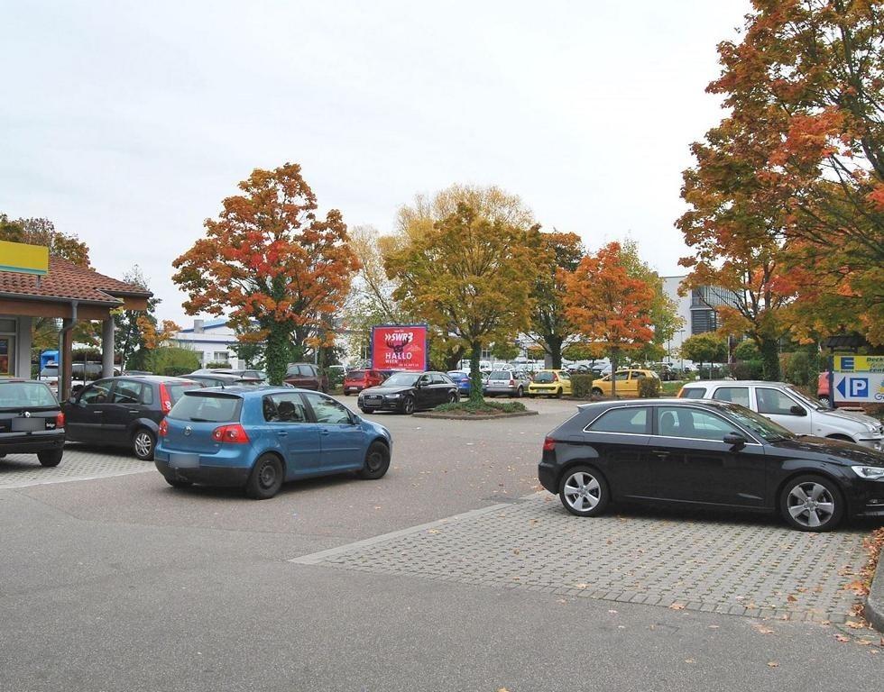 Nussbacher Str.  37/EDEKA geg. Eing.