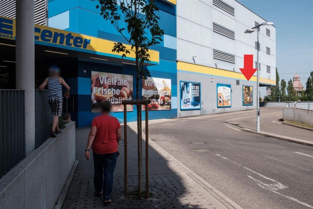 Stammheimer Str.  10/E-Center re. vom Eing.