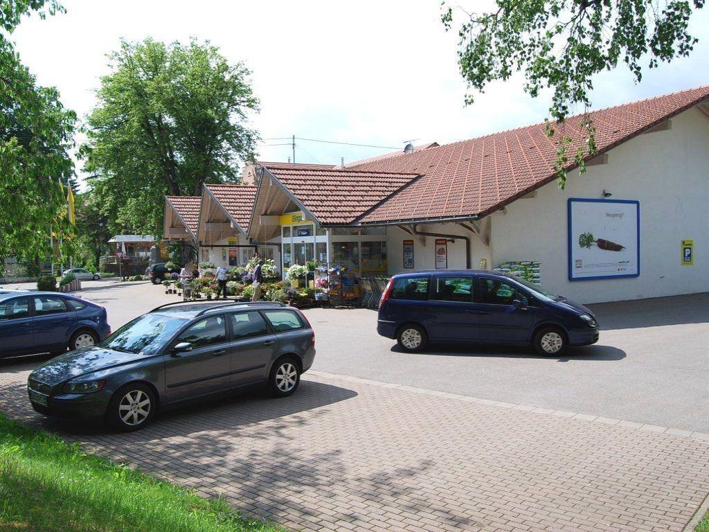 Hauptstr.  23/EDEKA re. vom Eing./Si. Einf.