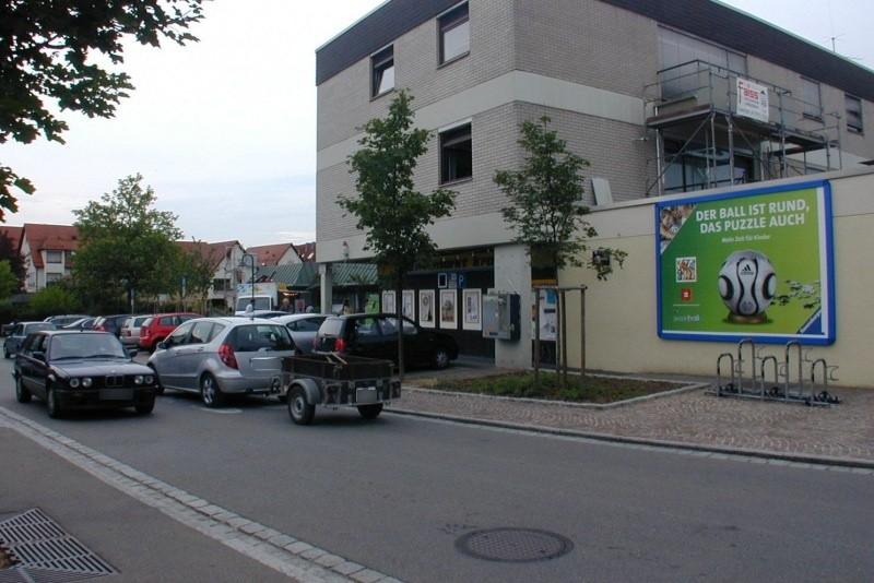 Marktplatz   5/EDEKA re. neb. Eing.