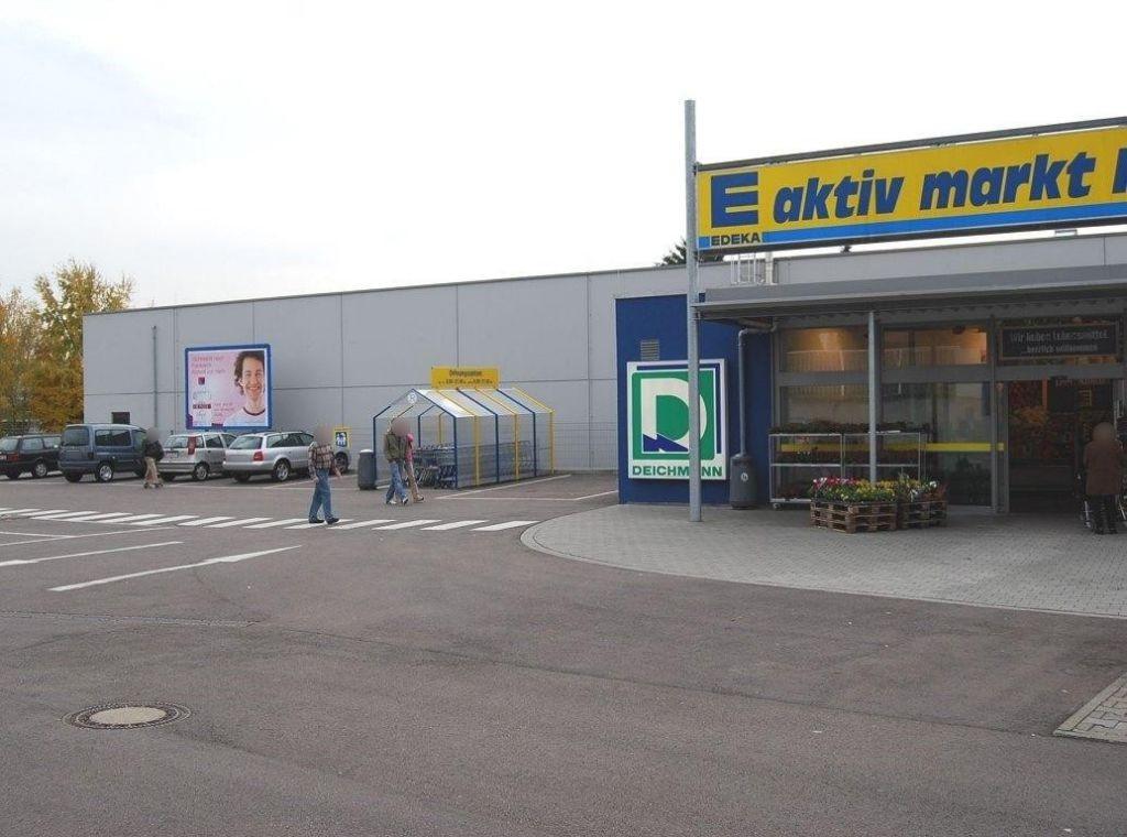 Marbacher Str.   8-10/EDEKA li. vom Eing.