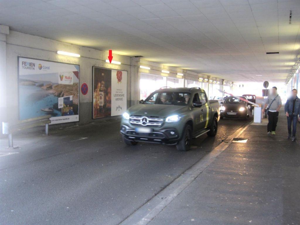 Am Hessen-Center/Untere Parkebene/Einf. re. Tafel