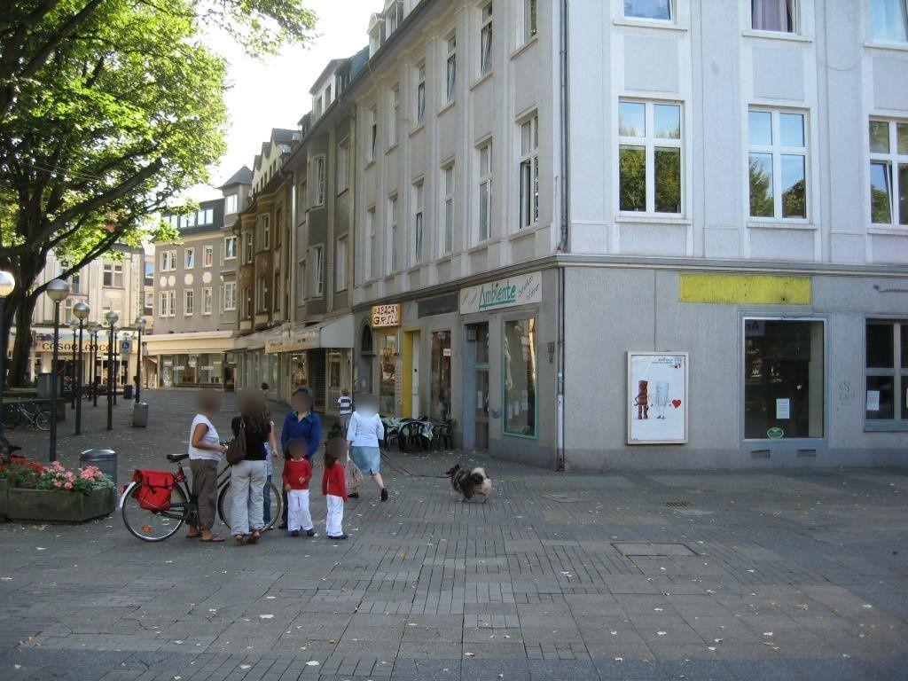 Russellplatz/St.-Urbanus-Kirchplatz 5