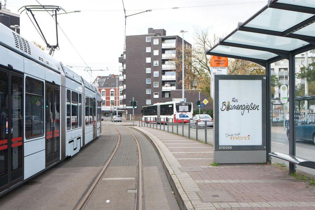 August-Bebel-Platz geg. 2c/StraBa-HST/li./We.re.
