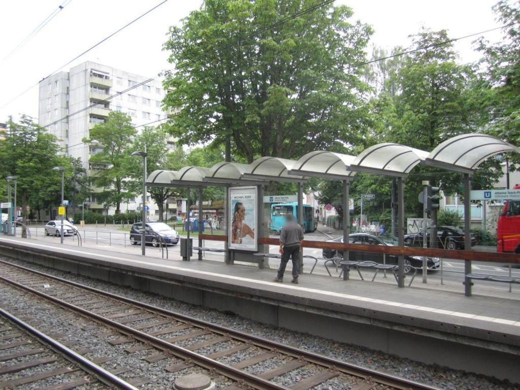 Am Erlenbruch/Johanna-Tesch-Platz saw./innen li.