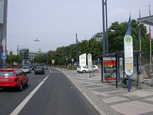 Berliner Str. 100 geg./Rathaus geg./innen