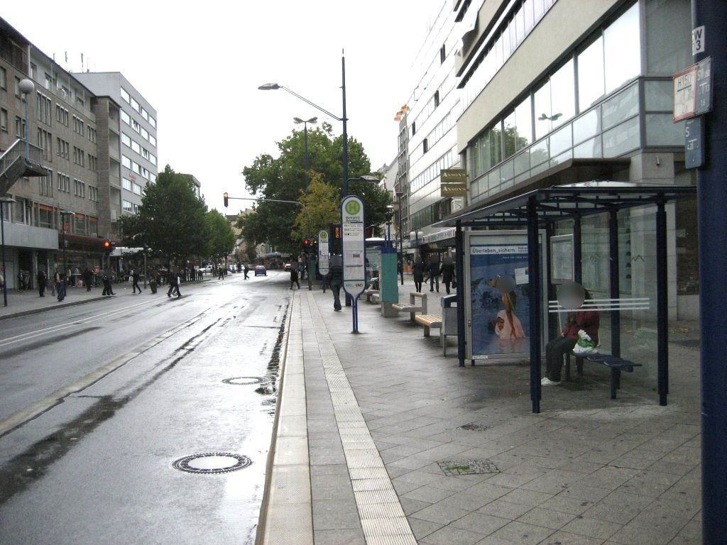 Marktplatz 9/Bussteig 2/innen