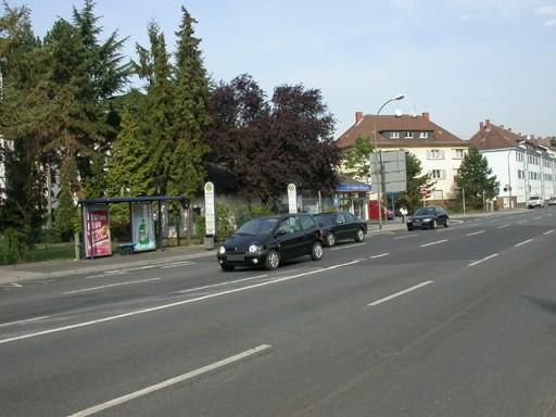 Untere Grenzstr./neb. Volksbank/innen re.