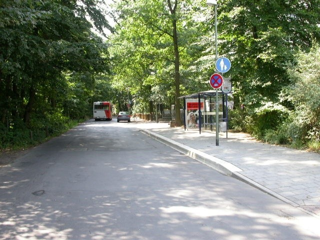 Neusalzer Str. 77/vor Hochhaus/innen
