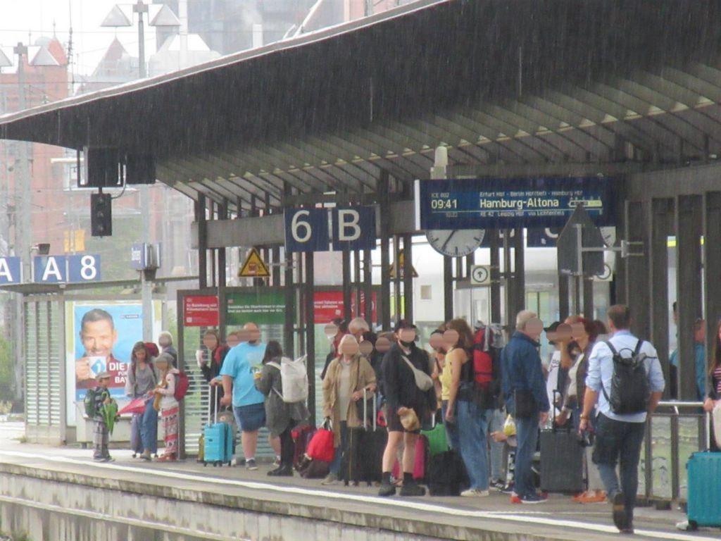 Bf, Gleis 8, WH aussen