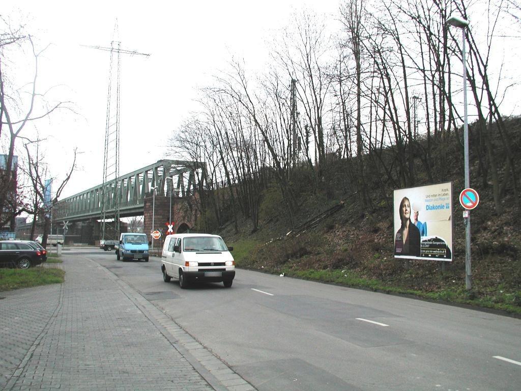 An der Kaiserbrücke/Am Floßhafen/li.