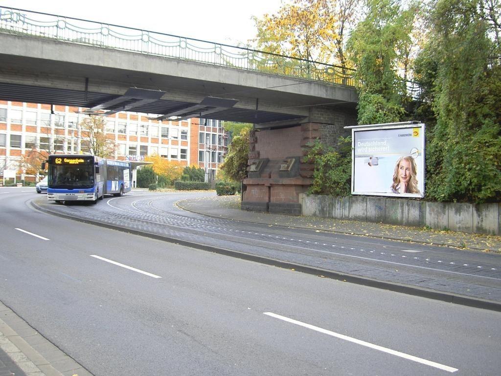 Hattenbergstr./geg. Schott/zw. Ufg./li.
