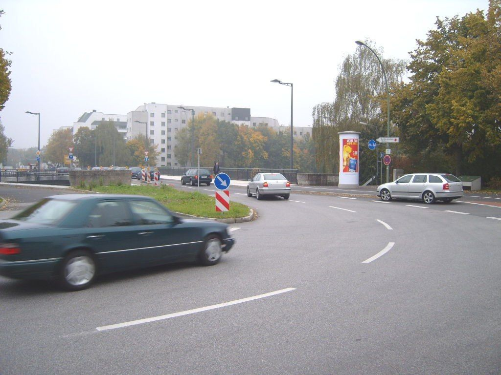 Hbf, Vorplatz bei der Brücke