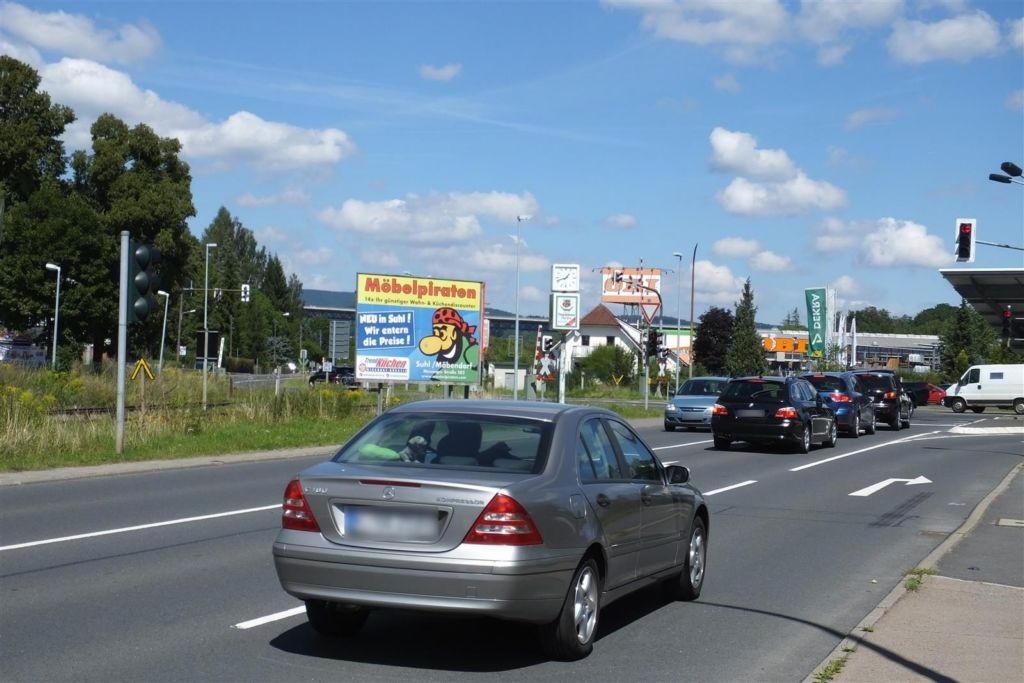 Suhler Str./Bahnübergang T1