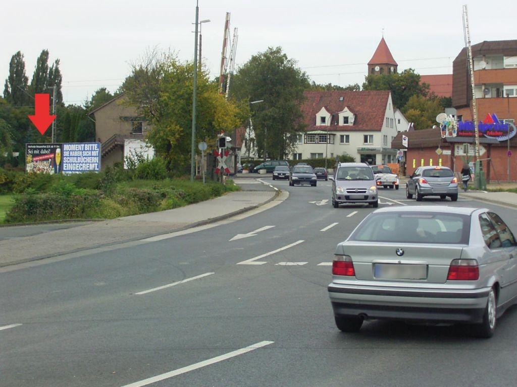 Lübbecker Str. Nh. 33/We.li. Bahnübergang