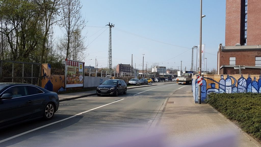 Industrieweg geg. 43-45  Mauer li.
