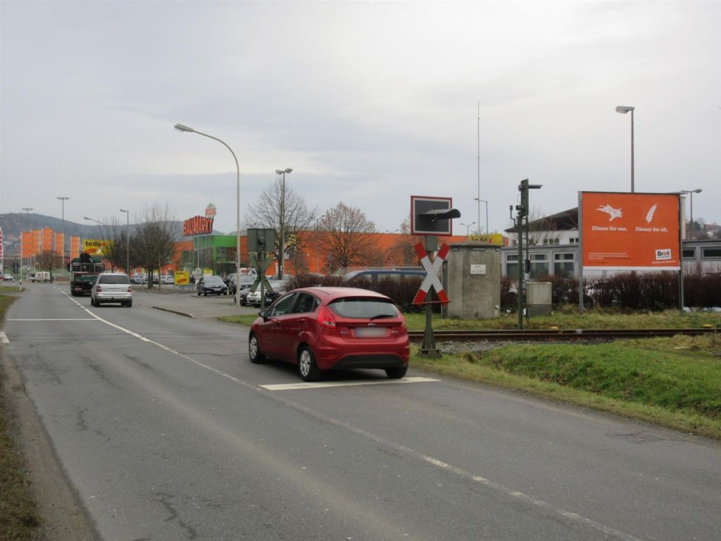 Lichtenfelser Str/Bahnübg/nh.Hela-Profi-Zentrum/Si