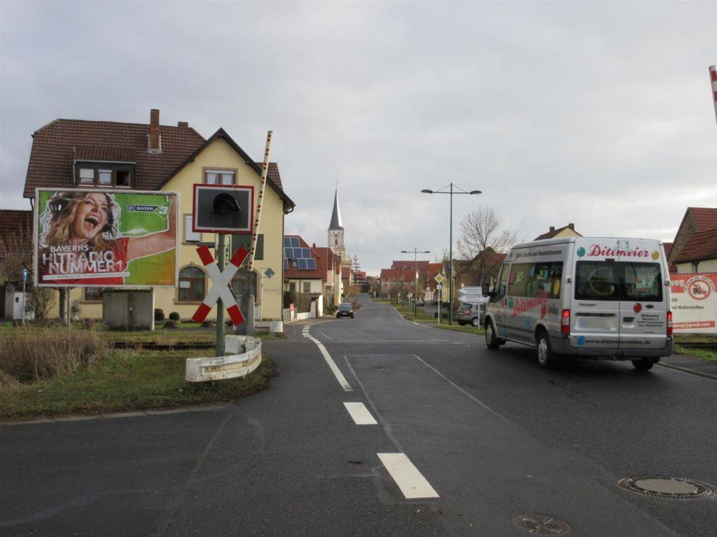 Bahnstr./Raiffeisenstr./Bahnübergang quer RS