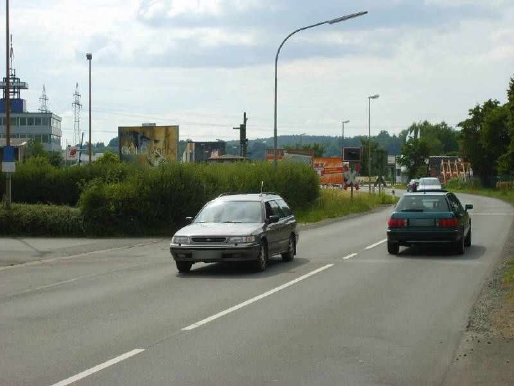 Lichtenfelser Str/Bahnübg/nh.Hela-Profi-Ze.Si Hela