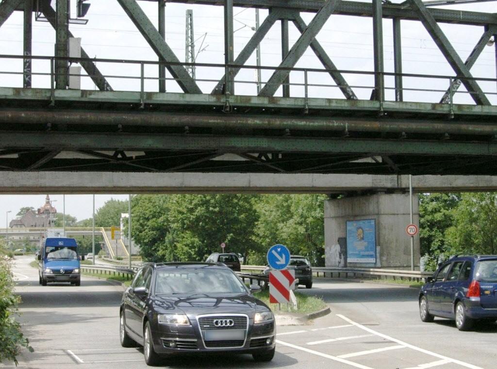 Schwanheimer Ufer/Niederräder Brücke
