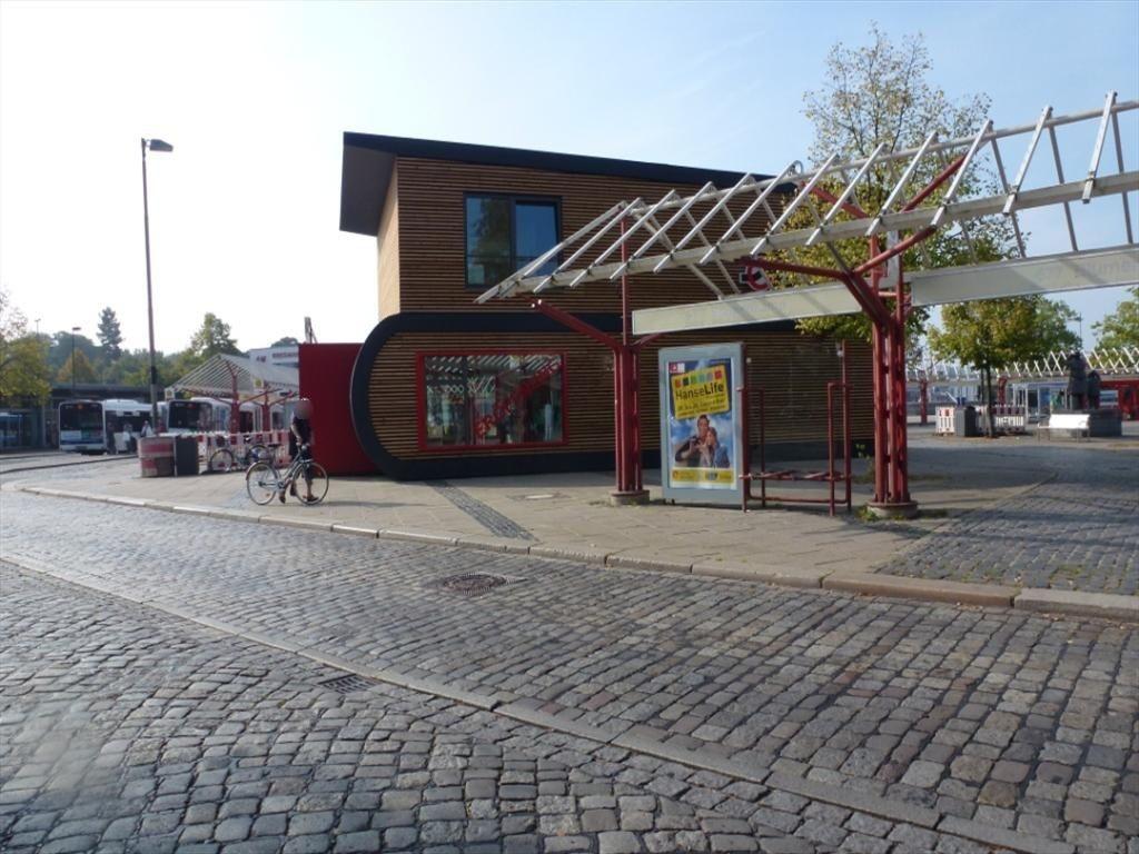 Vegesacker Bahnhofsplatz re. neb. BSAG VS