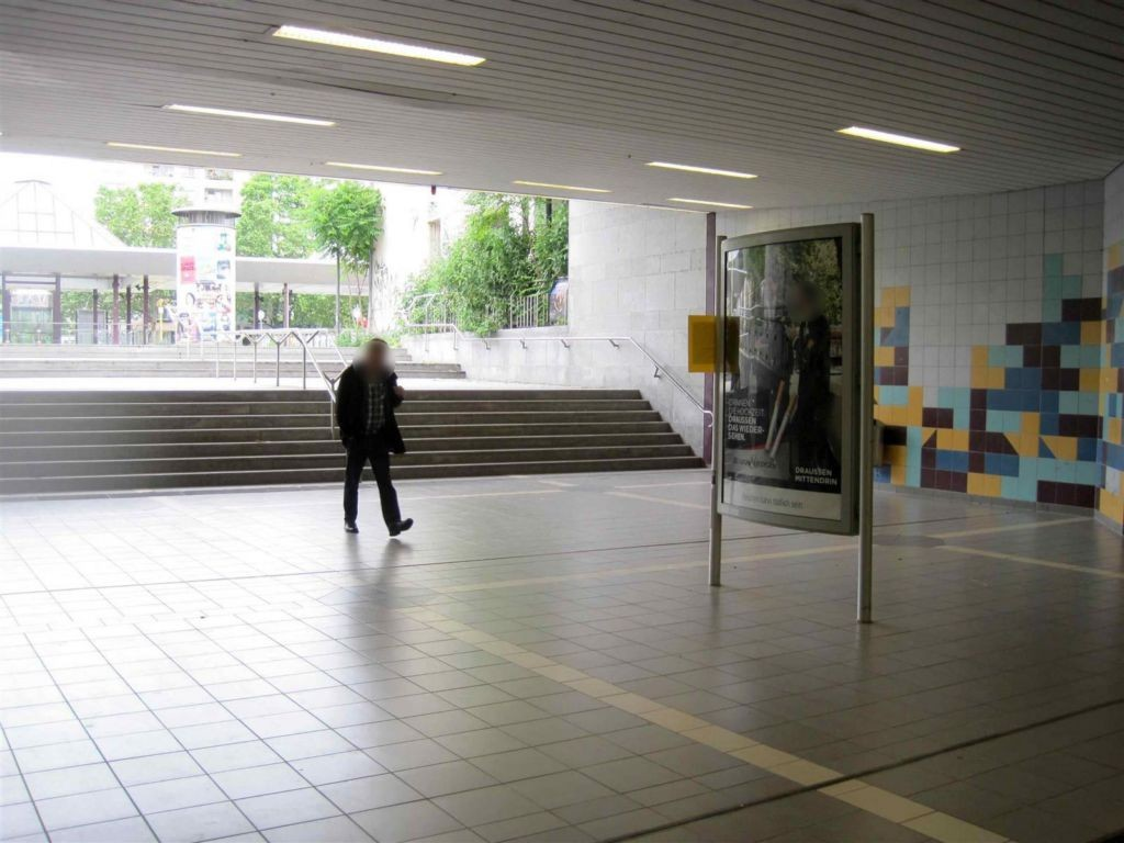Hanauer Landstr. 99/Ostbf /V 6 v. HU-Ldstr. aus li
