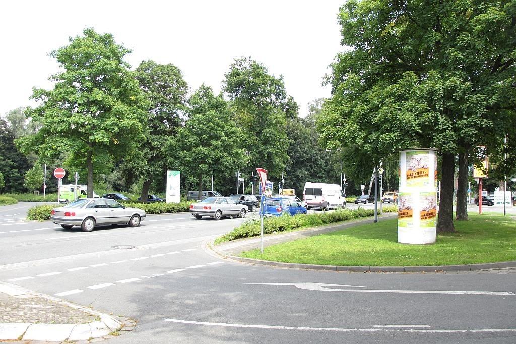 Lügder Str./Bahnhofsvorplatz