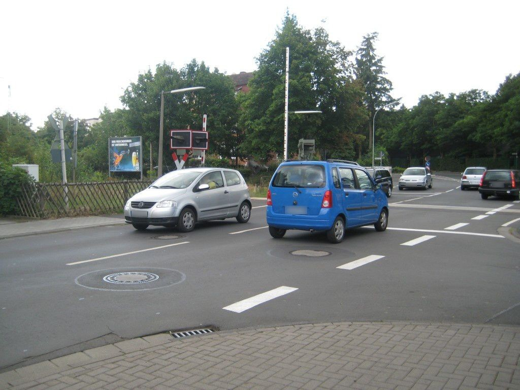 Heinrich-Neeb-Str./Bahnübergang/VS
