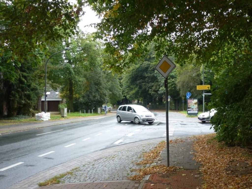 Leuchtenburger Landstr./Unter den Linden VS