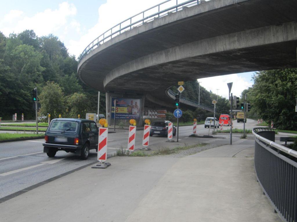 Barkauer Kreuz/Alte Lübecker Chaussee quer B404
