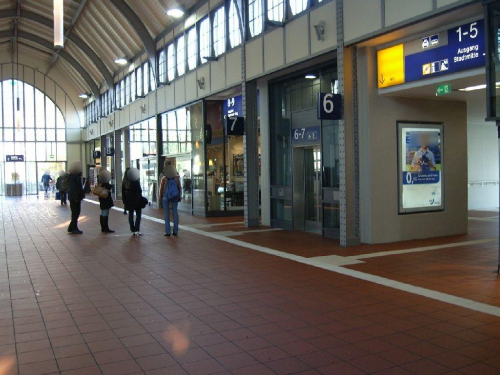 Hbf, Personenüberführung, Fahrstuhlw. Seite Gl. 6