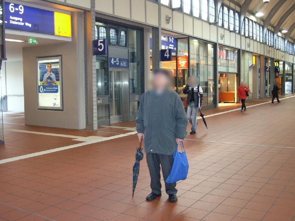 Hbf, Personenüberführung, Fahrstuhlw. Seite Gl. 5