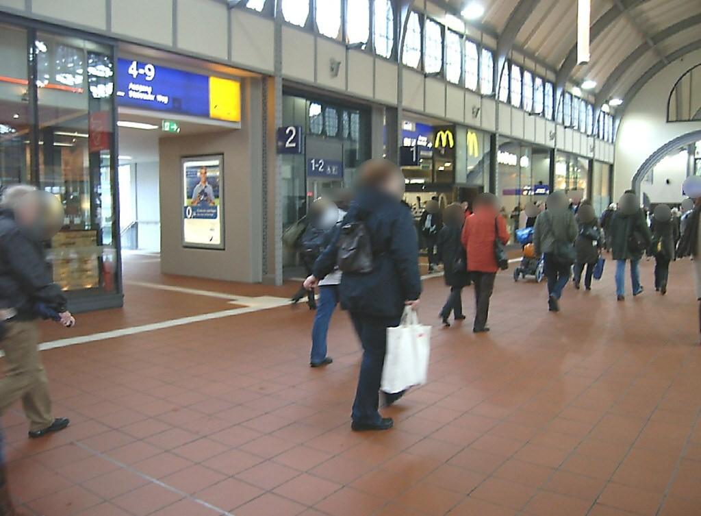 Hbf, Personenüberführung, Fahrstuhlw. Seite Gl. 2