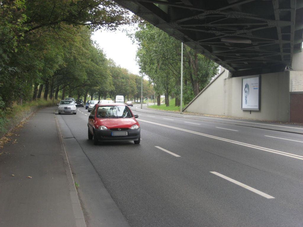Hoechster Farbenstr./Bahn-Ufg.