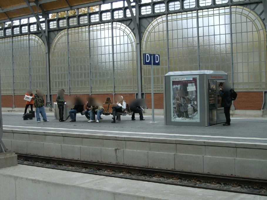 Hbf, Bahnsteig Gleis 8 im Warenautomat