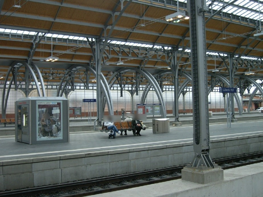 Hbf, Bahnsteig Gleis 5 im Warenautomat