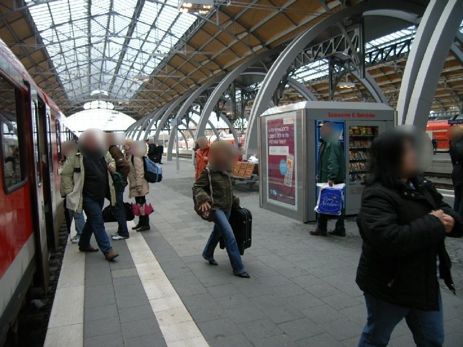 Hbf, Bahnsteig Gleis 4 im Warenautomat