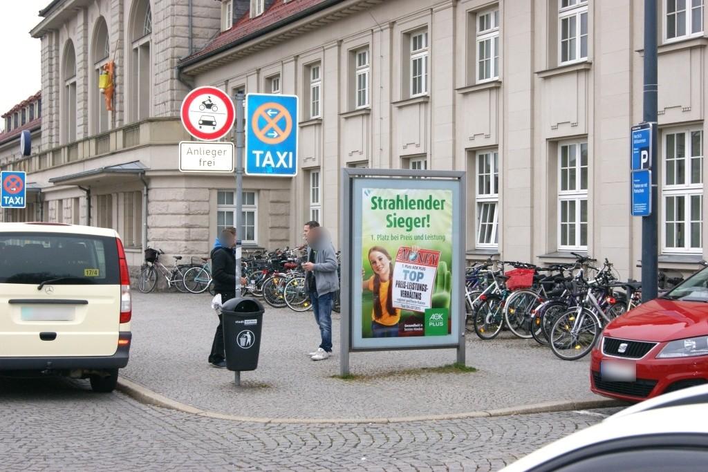 Hbf, Bahnhofsvorplatz,Sicht Taxistand
