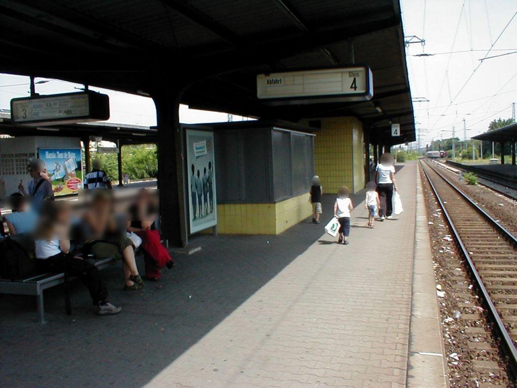 Hbf, Bstg., Gleis 4,am Aufsichtshäuschen