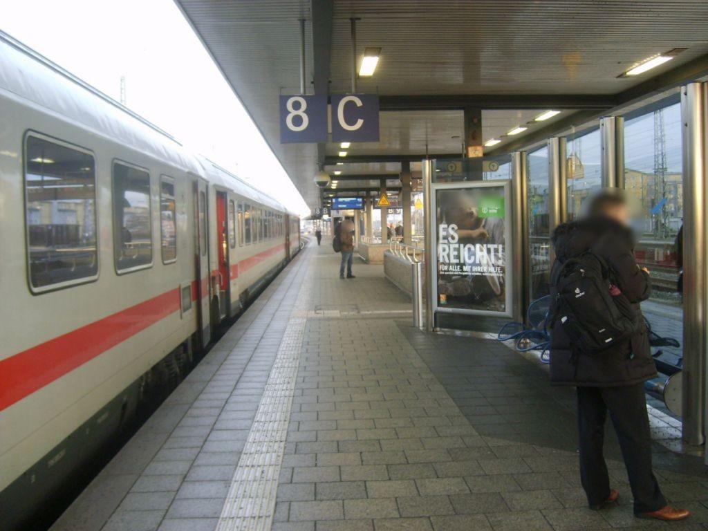 Hbf, Bstg., Gleis 8/9, Windschutz, GL. 8, 1. Sto.