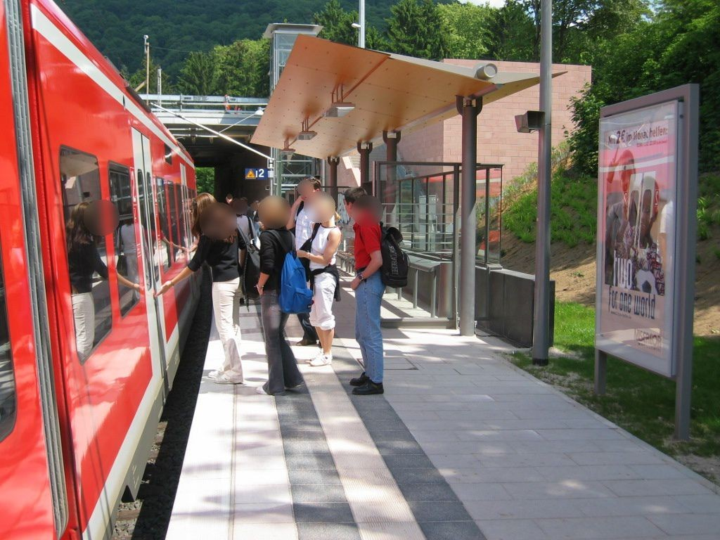 S-Bf Weststadt/Südstadt, Bstg.,Gleis 2