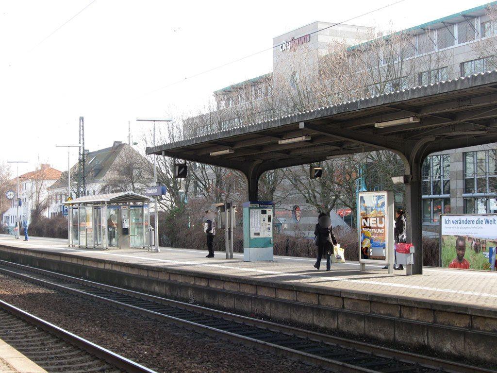 Bf Rüsselsheim Bstg. Gleis 2 neb Fahrkartenautom