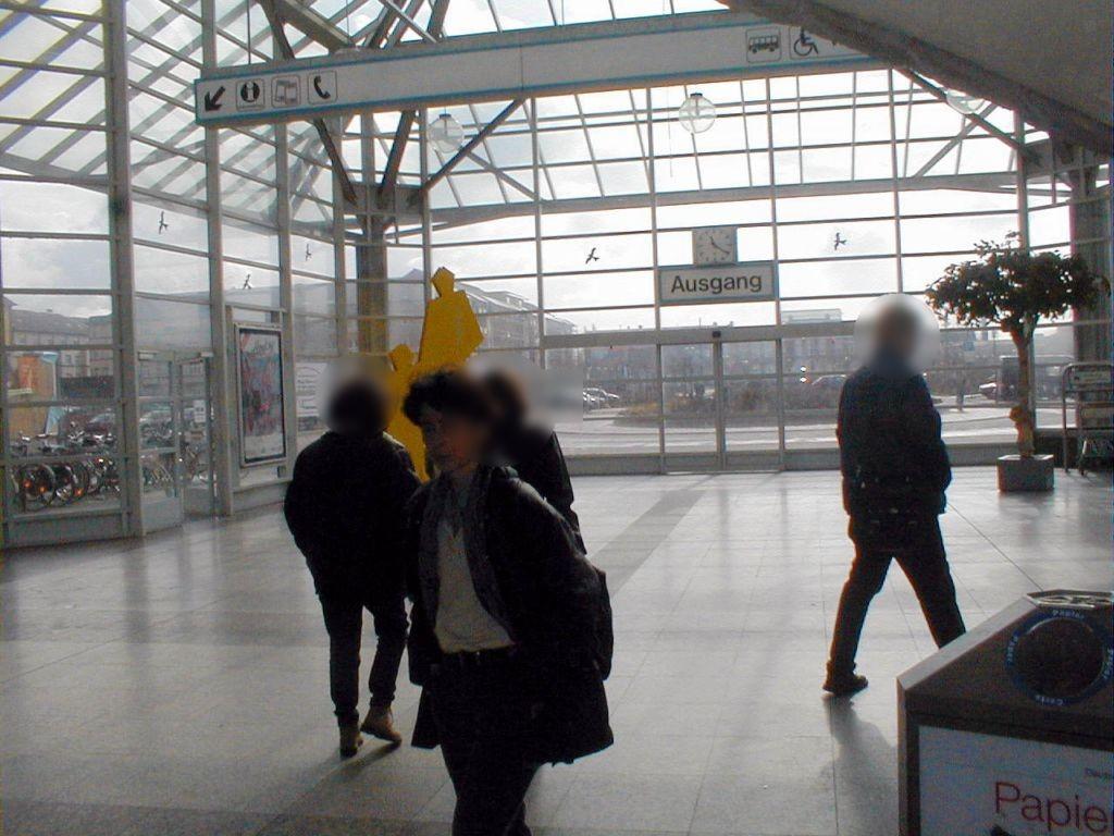 Hbf, Ausg. Willy-Brandt-Platz,li., Sicht EG
