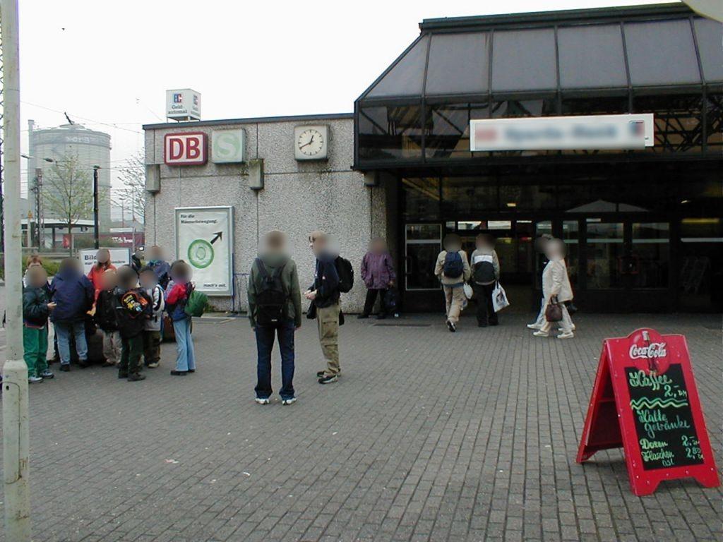 S-Bf Oberbarmen, Wand EG, Sicht Vorplatz