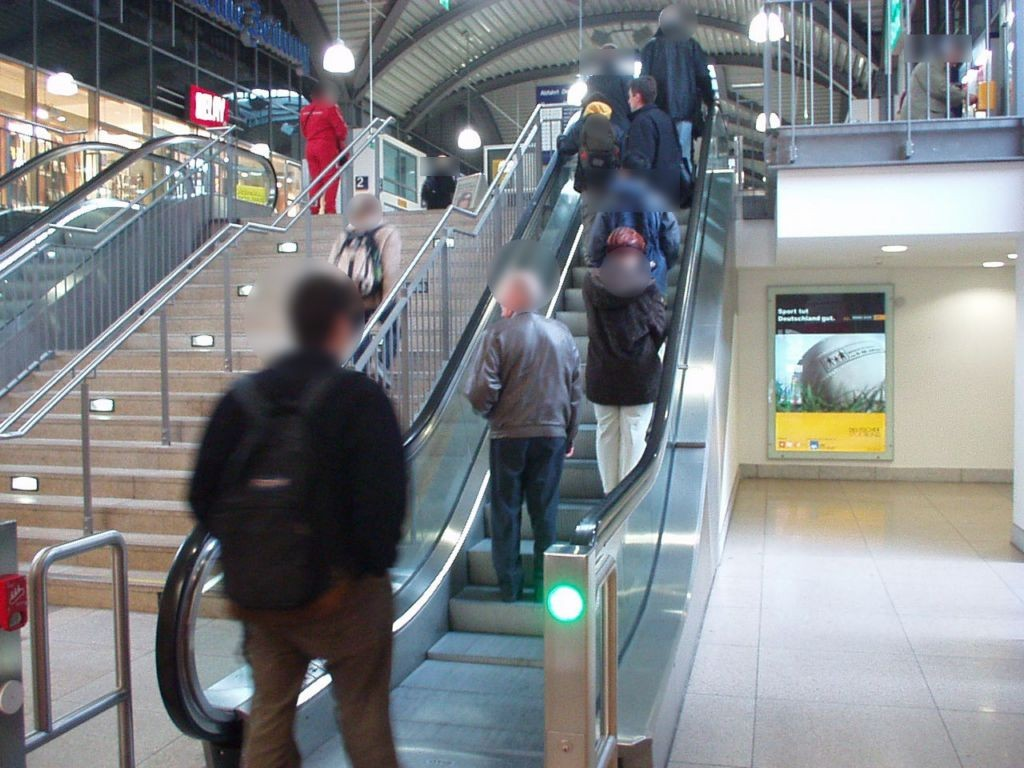 Hbf, EH, re. bei Rolltreppe