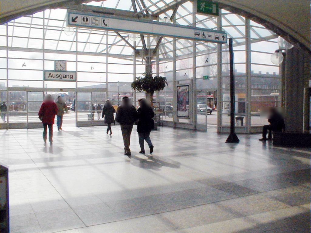 Hbf, Ausg. Willy-Brandt-Platz,re., Sicht EG