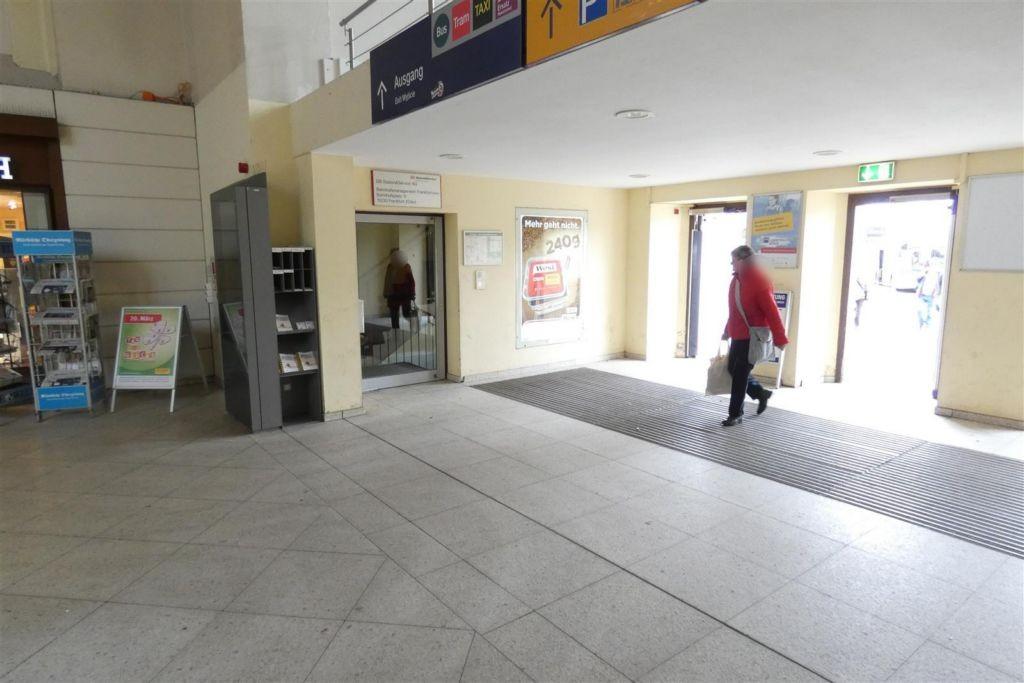 Bf, Eingangsbereich zur Empfangshalle