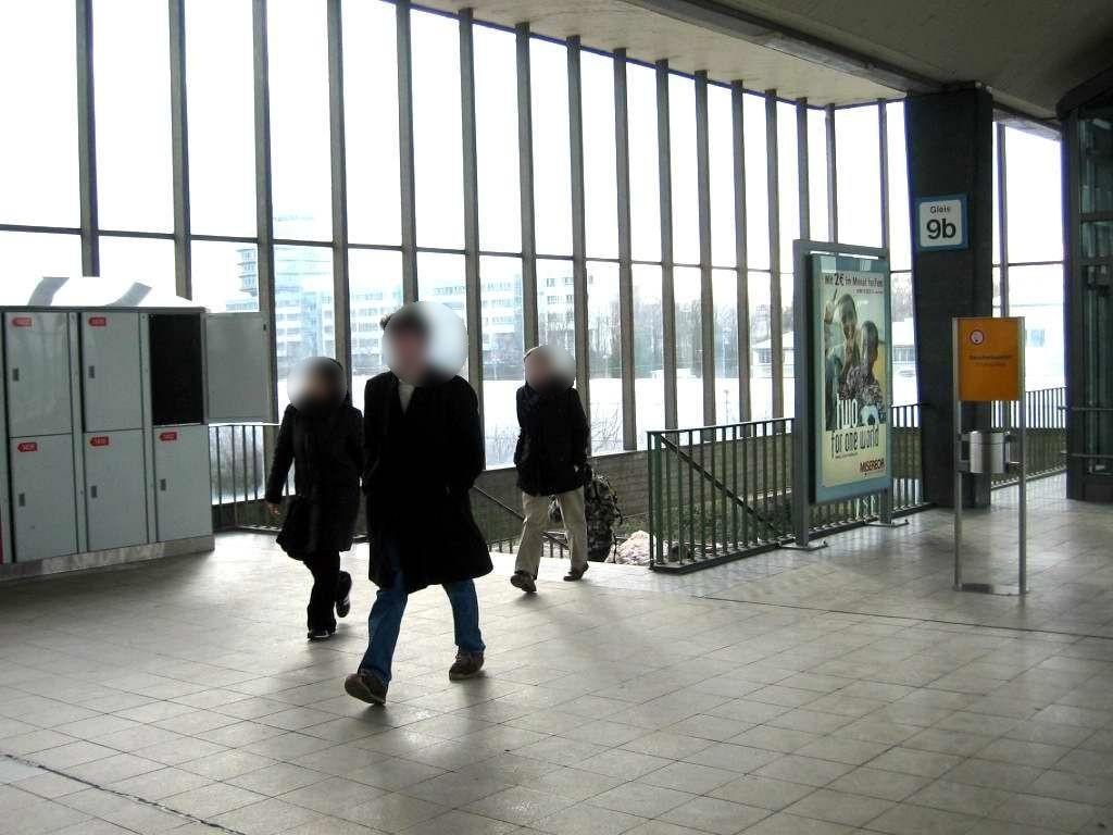 Hbf, Bstg.-Brücke, Treppe zum Gleis 9/10b