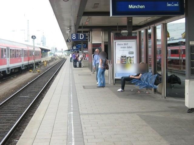 Hbf, Bstg., Gleis 8/9, Windschutz, GL. 8, 4. Sto.