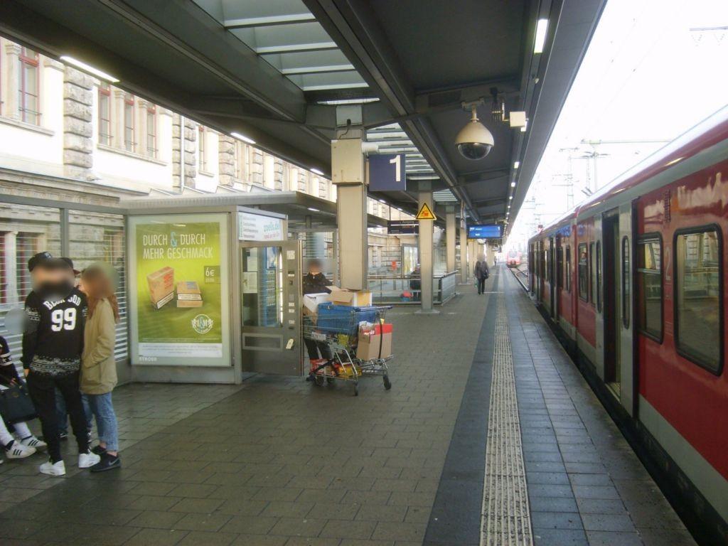 Hbf, Bstg., Gleis 1, Wartehalle, am Automat